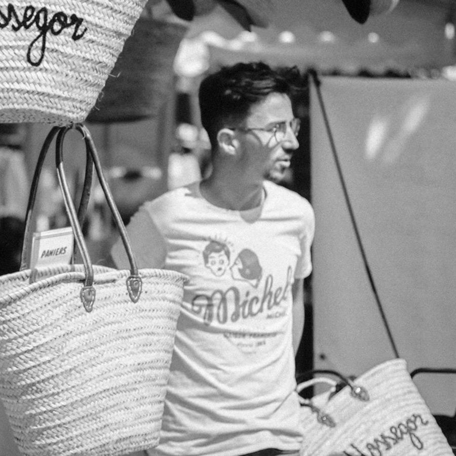 Jean Le Roy - Développeur web à Biarritz - Le Sou Français - Kilian Croguennec sur le marché d'Hossegor (Landes, 40)
